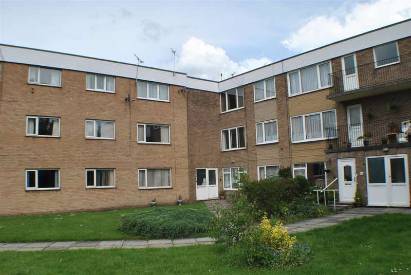 2 Bedrooms Flat for sale in Portholme Court, Selby,YO8 4QG