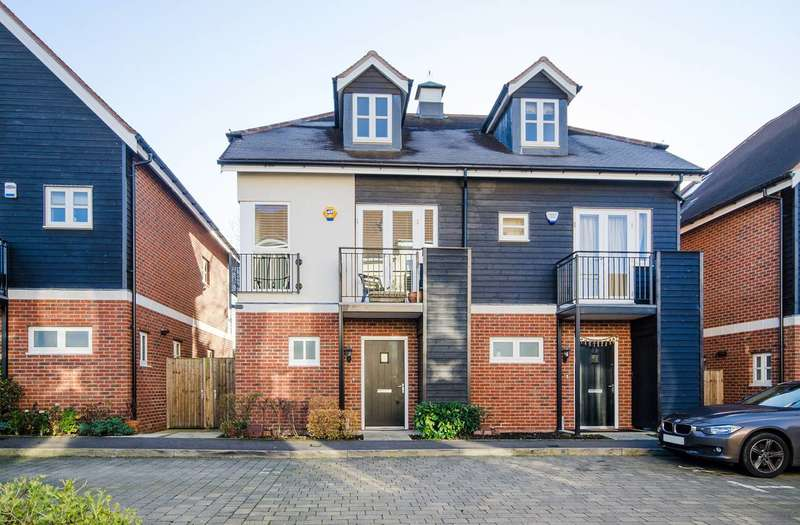 4 Bedrooms Semi Detached House for sale in Mill Drive, Ruislip, HA4