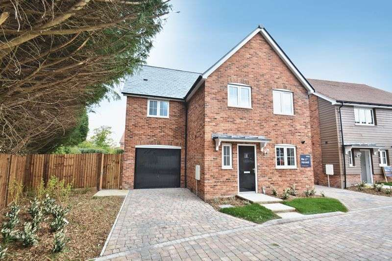 4 Bedrooms Property for sale in Bessels Way, Blewbury, Didcot