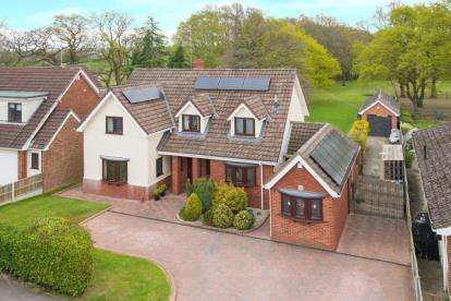 4 Bedrooms Detached House for sale in Wyatts Green Lane, Wyatts Green, Brentwood, Essex