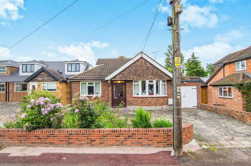 3 Bedrooms Bungalow for sale in Cricketers Lane, Herongate, Brentwood, CM13