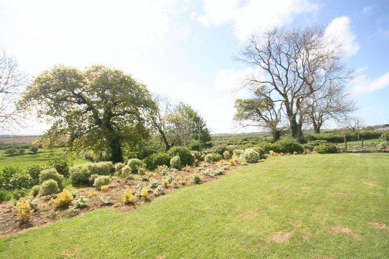 4 Bedrooms Bungalow for sale in Rhoscefnhir, Anglesey