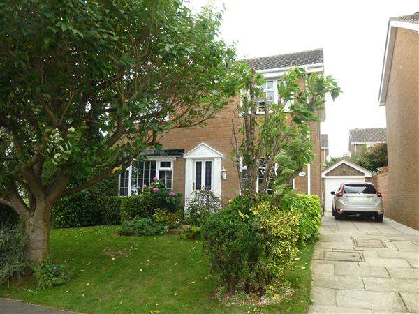 4 Bedrooms Detached House for sale in Bowyers Close, Copmanthorpe, York