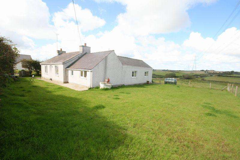 3 Bedrooms Detached House for sale in Rhosybol, Anglesey