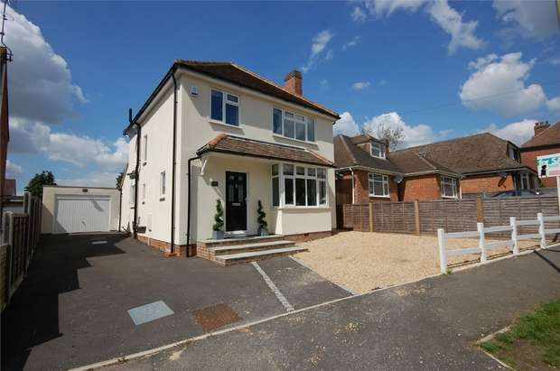 3 Bedrooms Detached House for sale in Aldershot, Hampshire