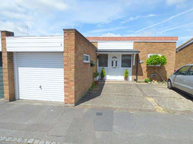 2 Bedrooms Semi Detached Bungalow for sale in Kirton Close, West Reading,