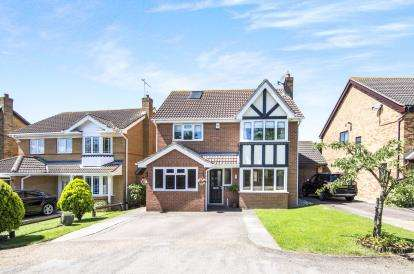 4 Bedrooms Detached House for sale in Wickford, Essex, .