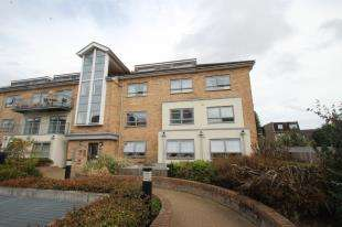2 Bedrooms Flat for sale in Russell House, 58 Sydenham Road, Croydon
