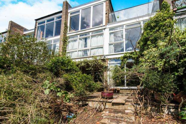 2 Bedrooms Maisonette Flat for sale in Frith Hill Road, Godalming, Surrey