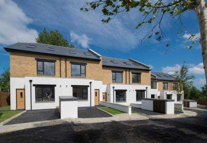 4 Bedrooms Terraced House for sale in Siverst Close, Northolt