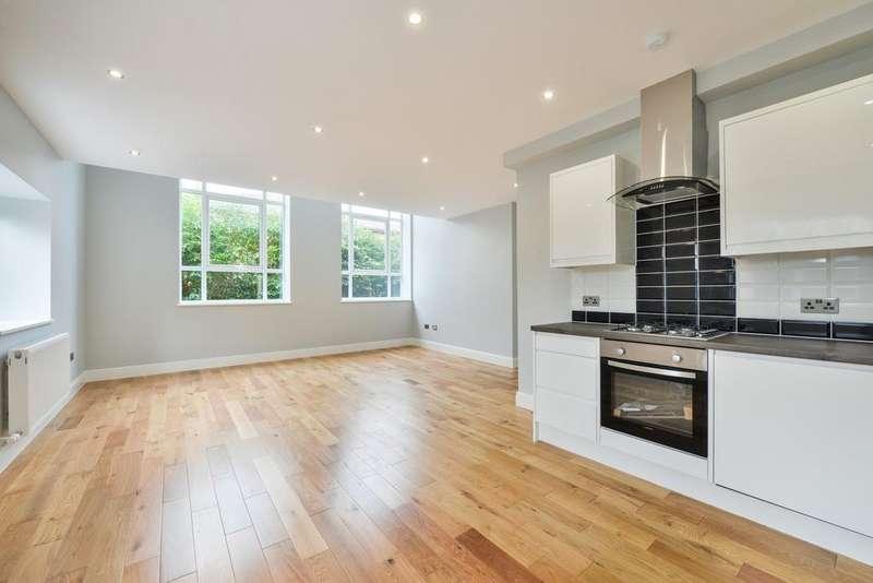 2 Bedrooms Flat for sale in Harrington House, Brighton Road, Horsham, RH13