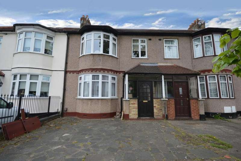 3 Bedrooms Terraced House for sale in Lyndhurst Drive, Hornchurch, Essex, RM11