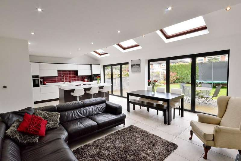 5 Bedrooms Detached House for sale in Werneth Road, Woodley
