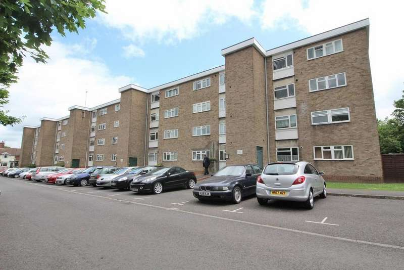 2 Bedrooms Apartment Flat for sale in Haig Court, Chelmsford, Essex, CM2