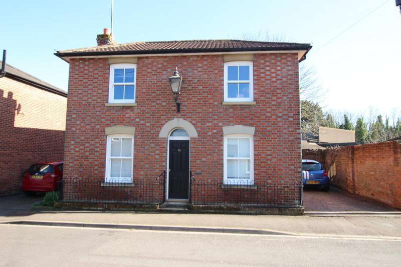 3 Bedrooms Detached House for sale in HYTHE