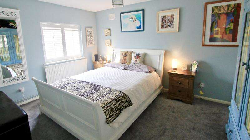 2 Bedrooms Maisonette Flat for sale in Taylor Close, St Albans AL4