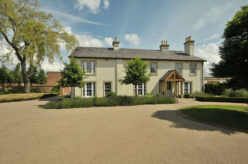 5 Bedrooms Detached House for sale in Golborne Lane, High Legh