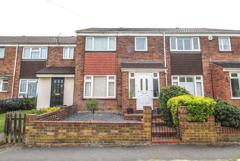 3 Bedrooms Terraced House for sale in Calcott Close, Brentwood, Essex, CM14