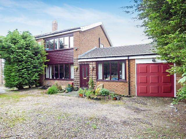 3 Bedrooms Detached House for sale in Warrington Road, Glazebury, Warrington