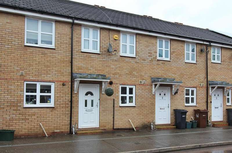 2 Bedrooms Terraced House for sale in Rookes Crescent, Chelmsford, Essex, CM1