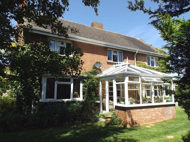 4 Bedrooms Detached House for sale in Fishbourne Road East, Chichester