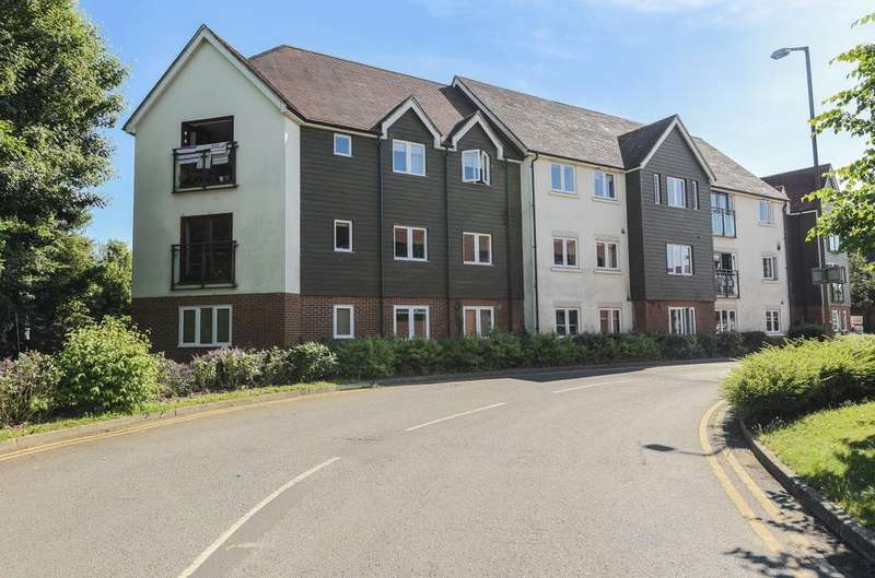 2 Bedrooms Flat for sale in The Wickens, Fairbank Road, Southwater, RH13