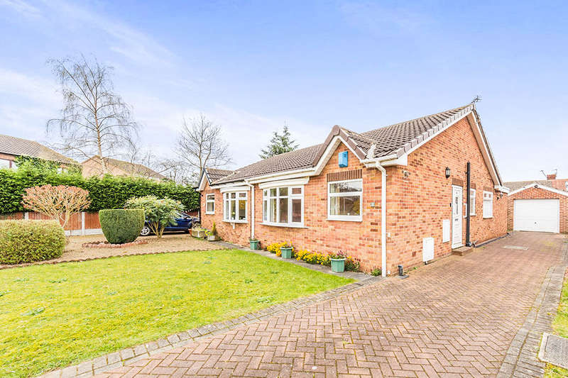 2 Bedrooms Semi Detached Bungalow for sale in Mill Field Court, Barnby Dun, Doncaster, DN3