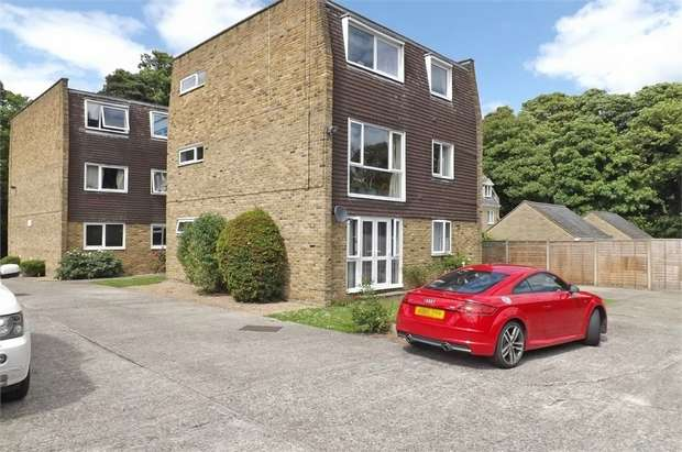 2 Bedrooms Flat for sale in The Plain, Epping, Essex