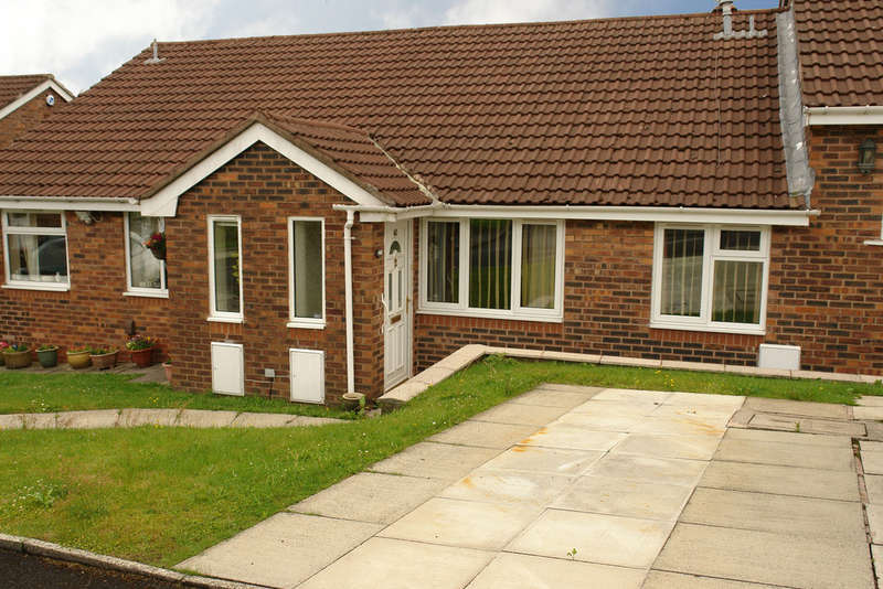 2 Bedrooms Terraced Bungalow for sale in 40 Haggate Crescent, Royton