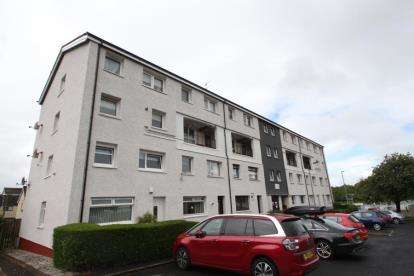 3 Bedrooms Maisonette Flat for sale in Clyde Place, Johnstone, Renfrewshire
