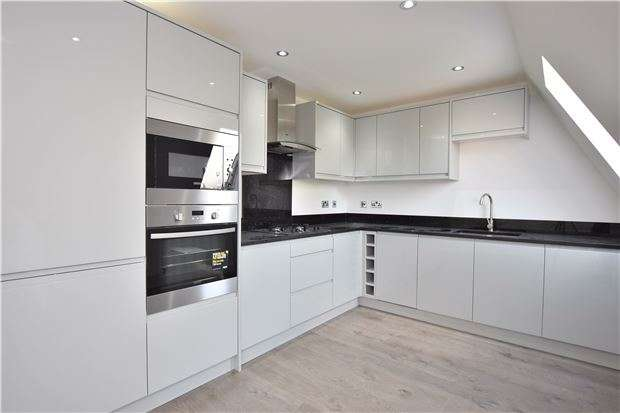 2 Bedrooms Flat for sale in 4 Poets House, Erskine Road, SUTTON, Surrey, SM1 3AT