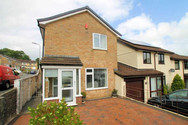 3 Bedrooms Link Detached House for sale in Beauly Close, Plympton, PL7 2YL