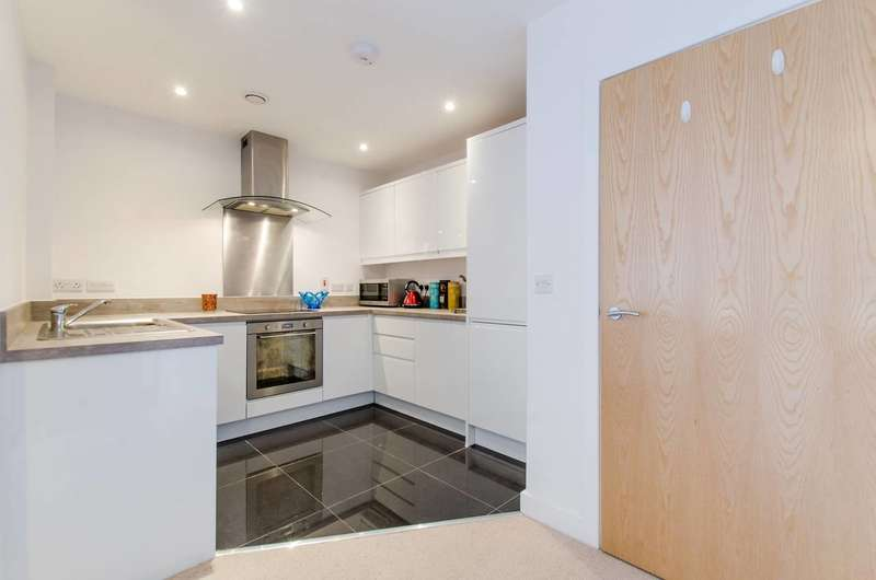 1 Bedroom Flat for sale in London Road, Mitcham, CR4