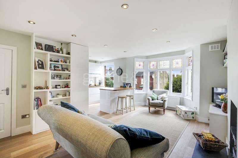 2 Bedrooms Flat for sale in Savernake Road, Belsize Park, London, NW3
