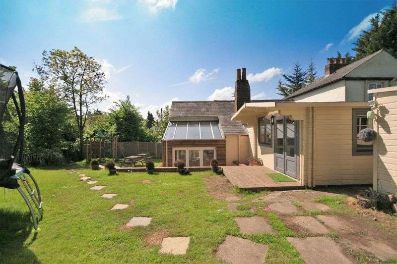 3 Bedrooms Property for sale in Guildford Road Runfold, Farnham