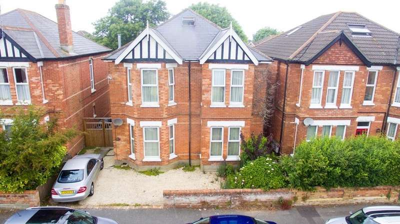 4 Bedrooms Maisonette Flat for sale in Charminster