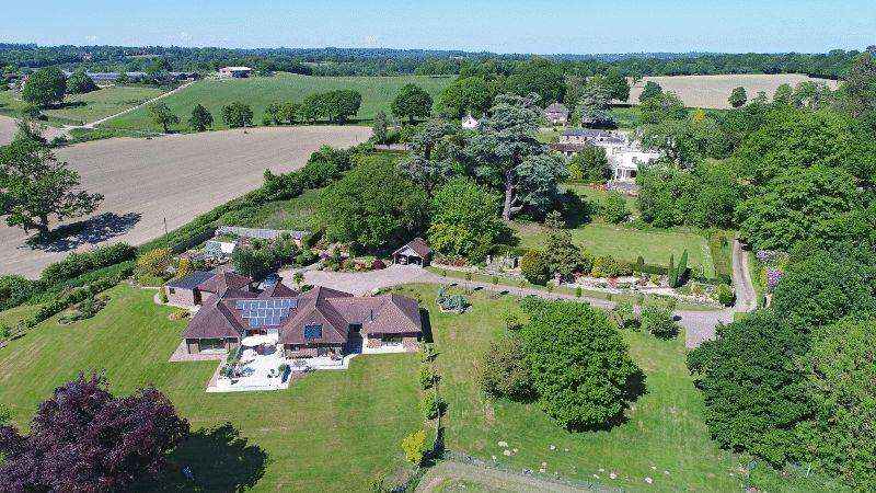 4 Bedrooms Detached House for sale in Ardingly Road, Lindfield, West Sussex