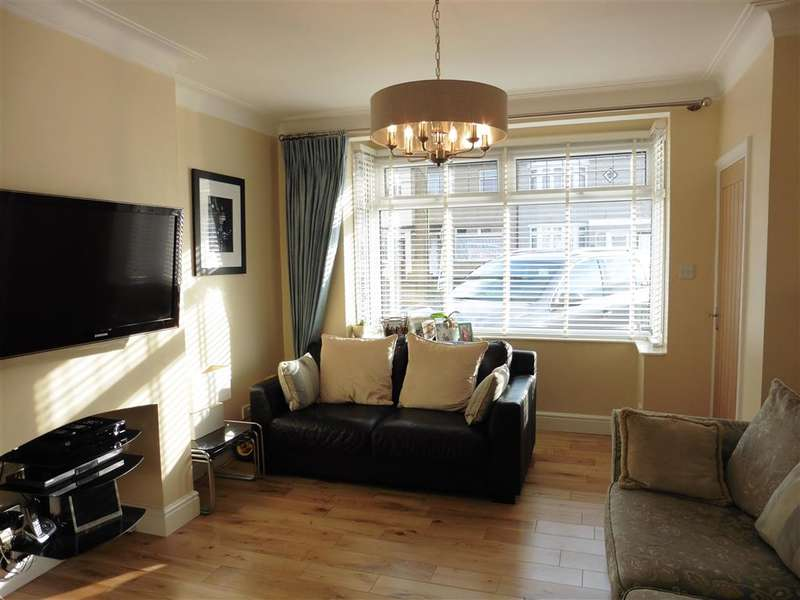 3 Bedrooms Terraced House for sale in Stafford Avenue, Hornchurch, Essex