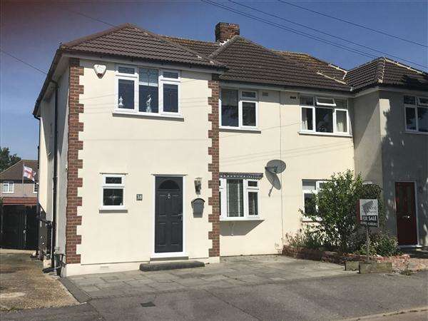 3 Bedrooms Semi Detached House for sale in Laburnham Walk, Hornchurch