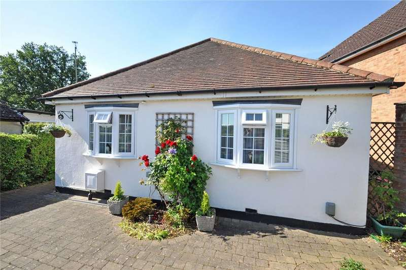 2 Bedrooms Detached Bungalow for sale in Mayflower Road, Park Street, St. Albans, Hertfordshire