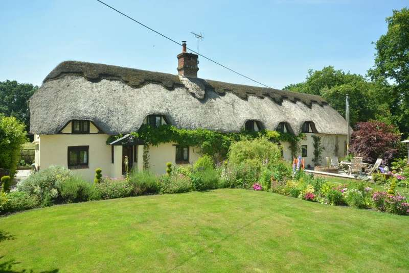 4 Bedrooms Cottage House for sale in MANNINGTON, WIMBORNE