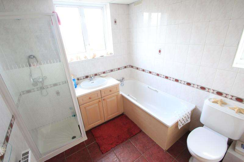 3 Bedrooms Semi Detached House for sale in Wembley