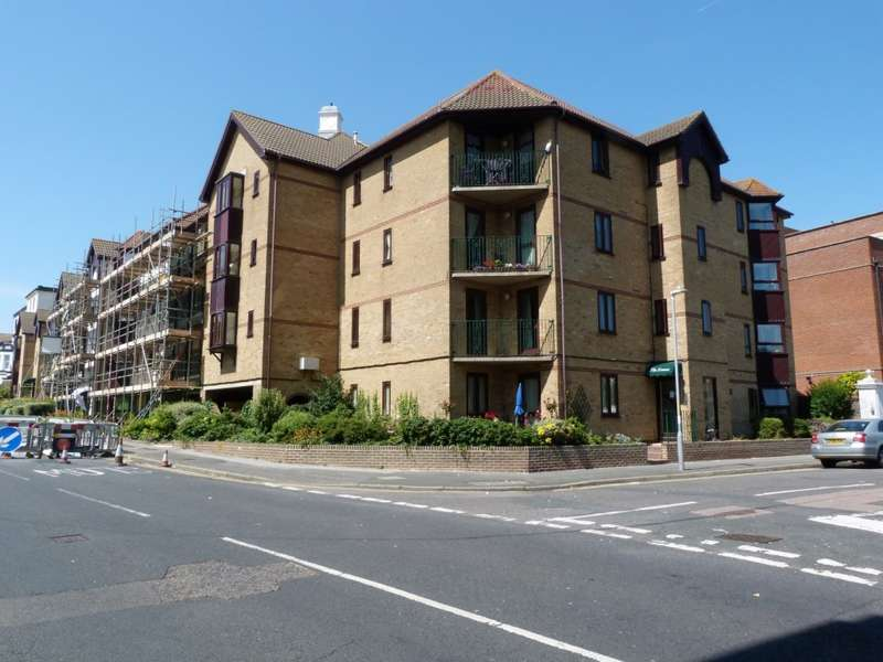 2 Bedrooms Flat for sale in The Lawns, Ramsgate