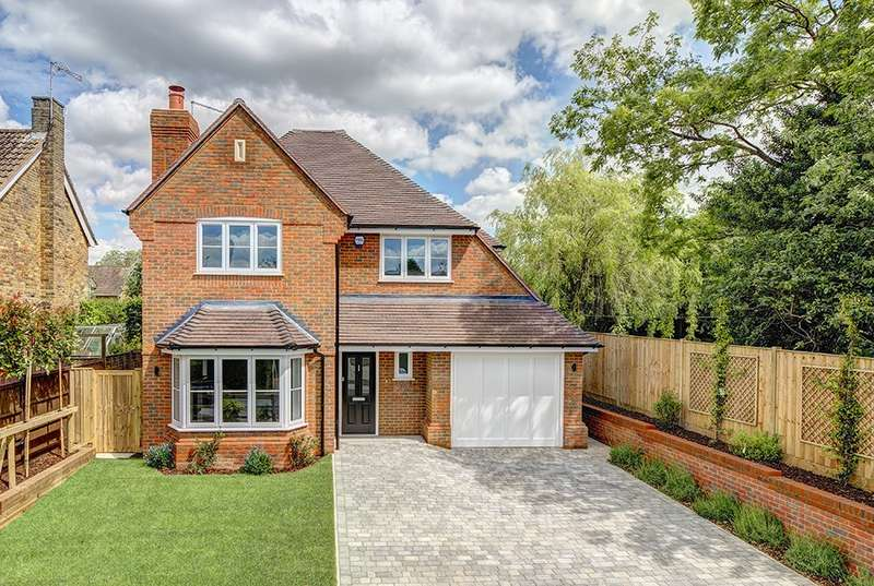 5 Bedrooms Detached House for sale in Crabtree Close, Beaconsfield, HP9
