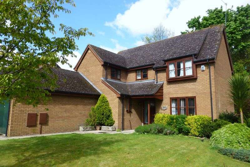 4 Bedrooms Property for sale in Hunt Close, Bicester
