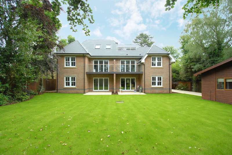 2 Bedrooms Flat for sale in Gerrards Cross Road, Stoke Poges, SL2 4ET