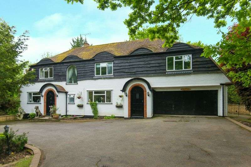 5 Bedrooms Detached House for sale in Rooks Hill, Loudwater, Rickmansworth, Hertfordshire WD3