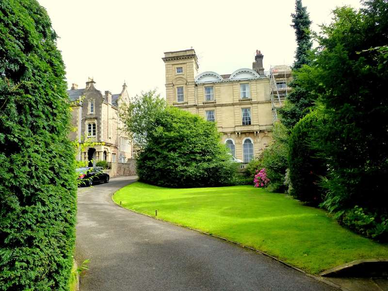 2 Bedrooms Flat for rent in Clifton Down