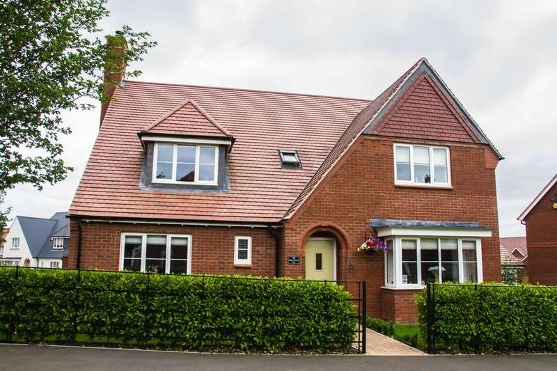 4 Bedrooms Detached House for sale in William Morris Way, Swindon, SN25