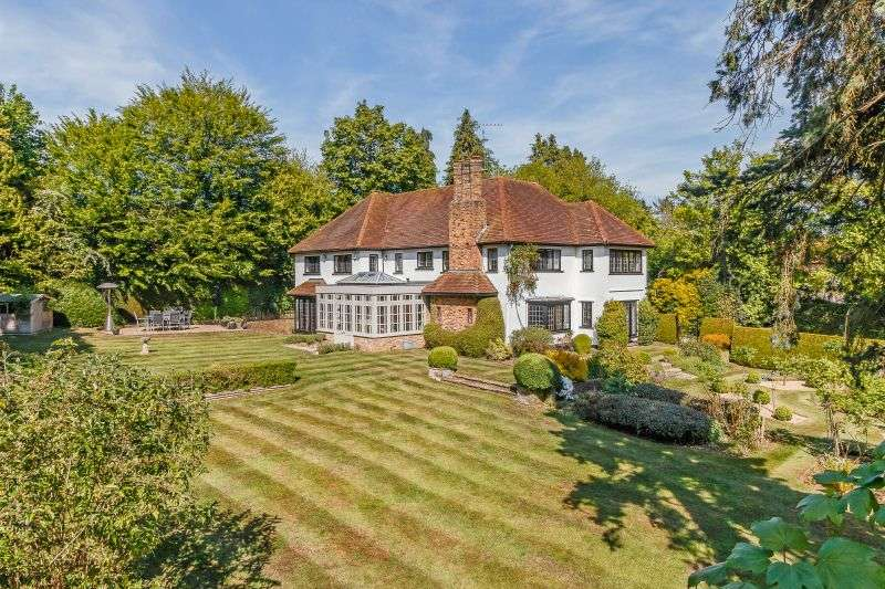 5 Bedrooms Detached House for sale in Rooks Hill, Loudwater, Rickmansworth, Hertfordshire, WD3